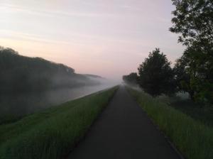 Posílám pár fotek z cest do rachoty na kole. Přes bílou tmu, mlhu, svítání a vlastní pot do krásného dne. Díky moc. Jste skvělí.Proč autem, když můžeš jet na kole.