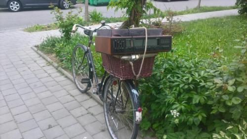 S pořádnou muzikou  na kole, jede se do práce vesele